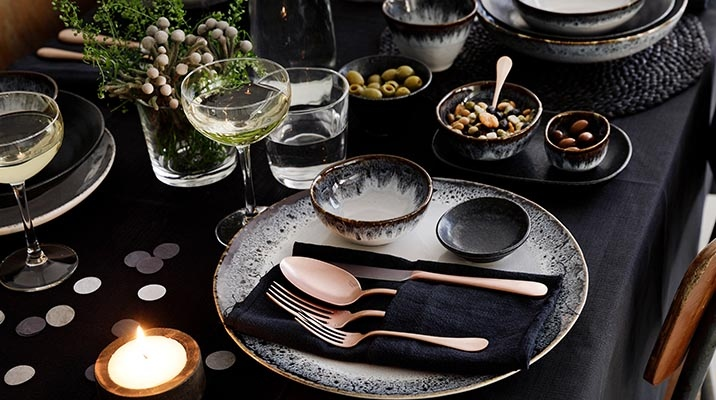 European-Japanese fusion design in dinnerware at the stand of Orientalshop.hu