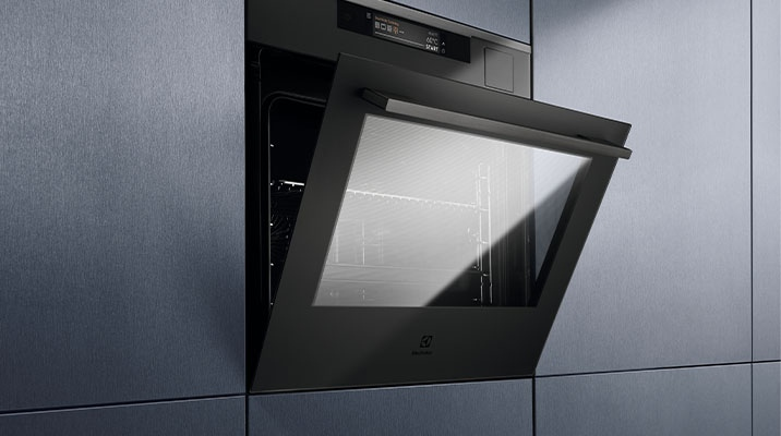 Top quality steamer with intuitive touch screen in elegant matte black color - at the Almafa stand!